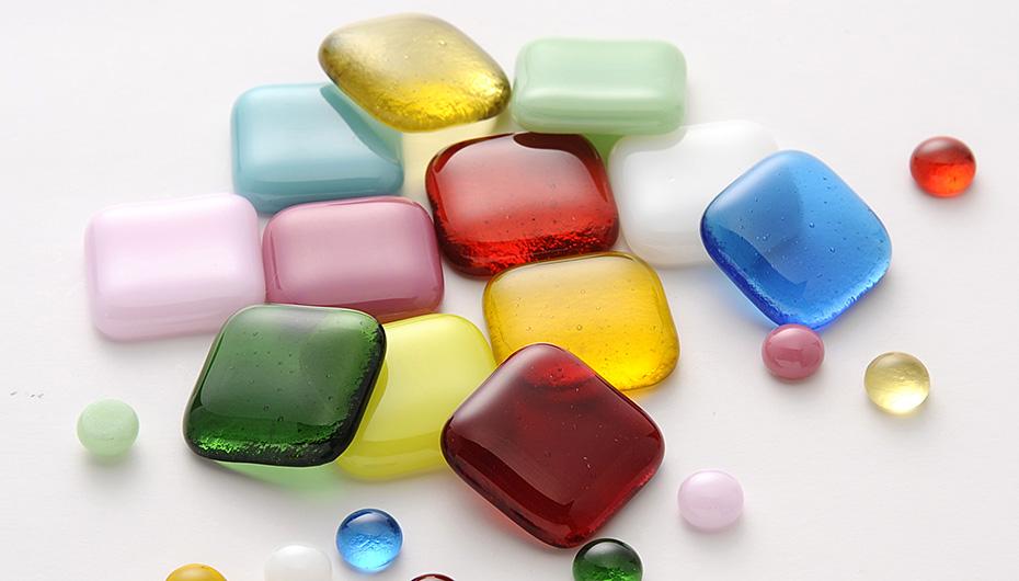 ガラスフュージング作品の一例(日本ヴォーグ社の公開画像)